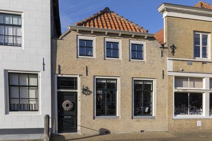 Voorstraat 16 in Willemstad 4797 BG