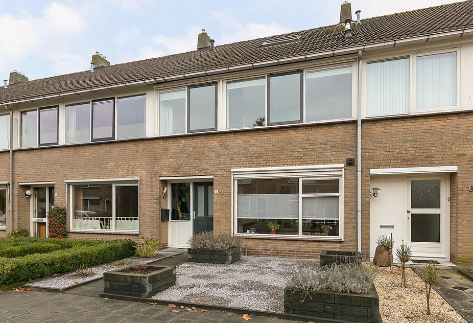 H.S.Schralestraat 8 in Steenwijk 8331 BH