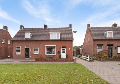 Schoolstraat 52 in Halsteren 4661 JM