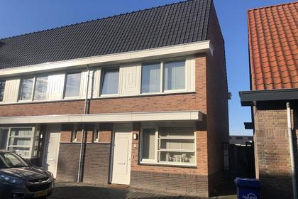 Pastoor Van Leeuwenstraat 24 in Helmond 5701 JV