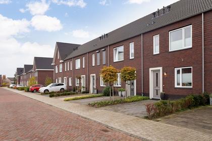 Harry Van Den Eerenbeemtstraat 30 in Waalwijk 5146 DE