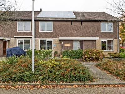 Kamillestraat 9 in Alphen Aan Den Rijn 2403 VC