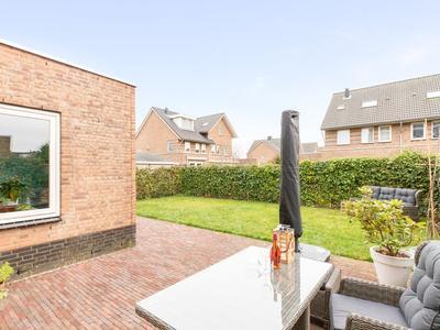 Heer Van Voorneweide 24 in Hellevoetsluis 3223 NL