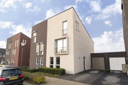 Burgemeester Van Prooijenstraat 13 in Waalwijk 5146 DB