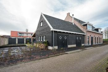 Onwaardsedijk 12 in Dirksland 3247 LG