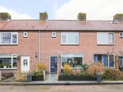 Barend Van Hoeffstraat 10 in Schoonhoven 2871 HN