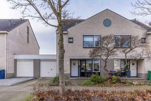 Esdoornplantsoen 112 in Almere 1326 CA
