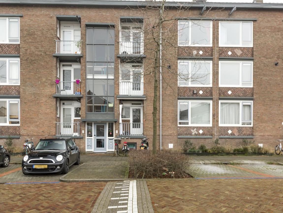 Charlotte De Bourbonstraat 28 in Alphen Aan Den Rijn 2404 GW