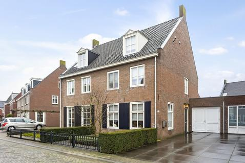 Loovoort 12 in Helmond 5706 HB