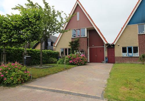 Tuinstraat 24 in Zwaagdijk-Oost 1682 NA