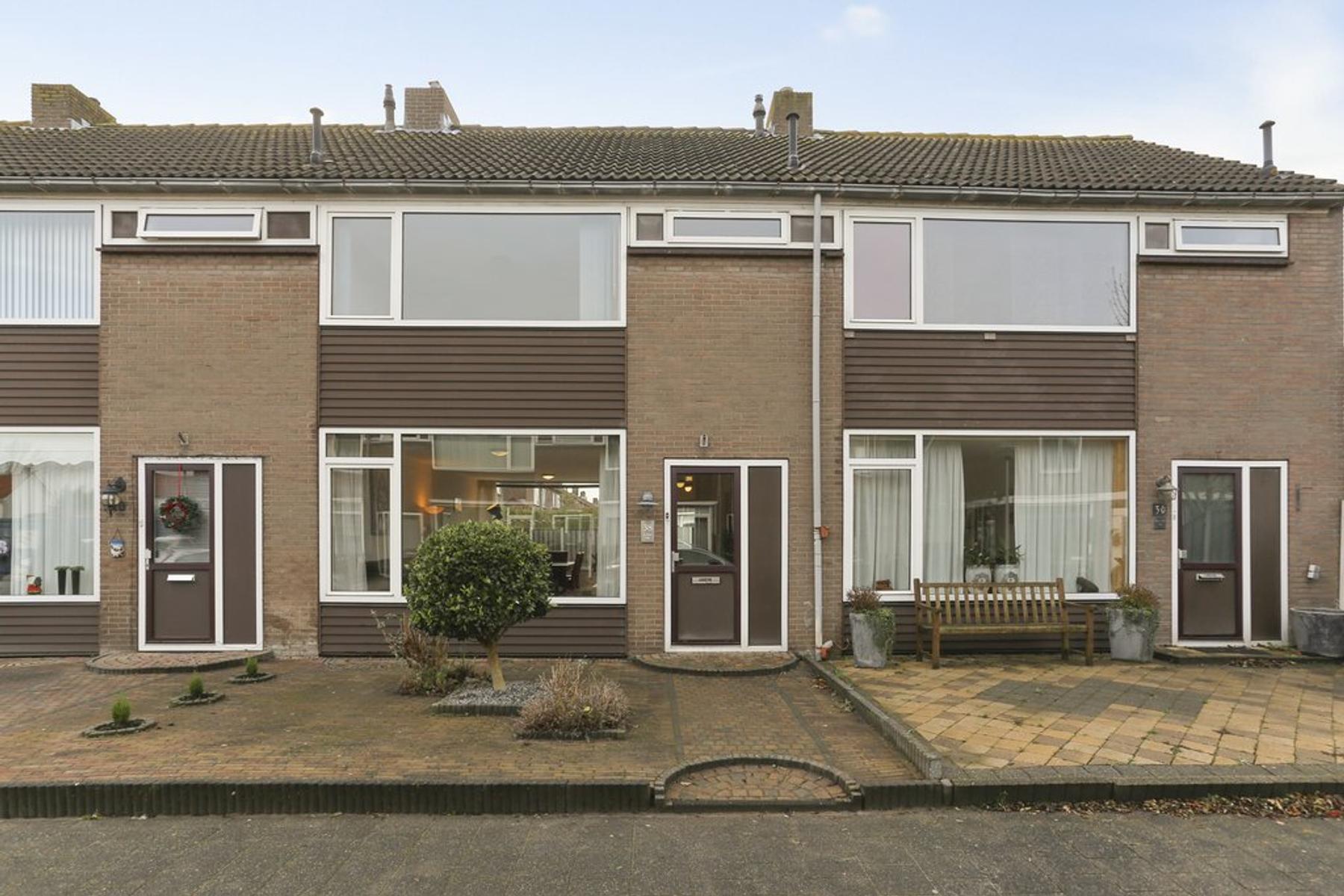 Bryhoekstraat 38 in Hellevoetsluis 3223 BE
