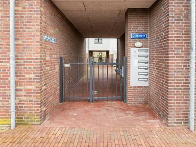 Dijkplein 4 in Hellevoetsluis 3221 CA