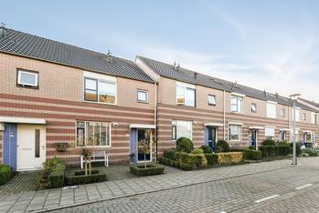 Theodora Bouwmeesterstraat 26 in Zutphen 7207 HL