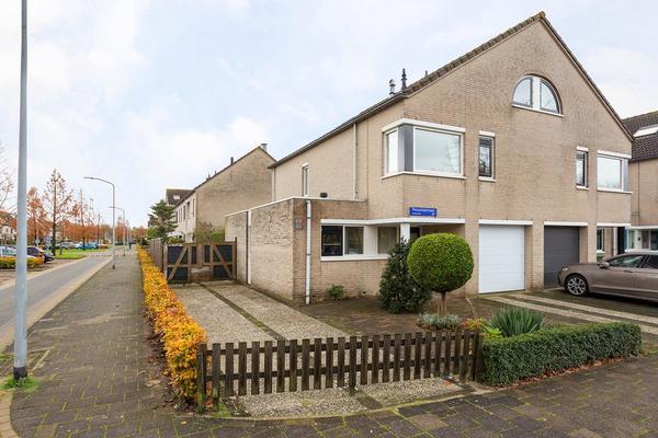 Petuniastraat 1 in Almere 1338 WV