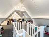 Tweede verdieping: <BR>Via vaste trap bereikbare zolder met vloerbedekking. Op de zolder zit een aansluiting voor verwarming. Het is dus mogelijk hier nog een extra slaapkamer te maken.