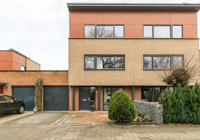 Sara Burgerhartstraat 35 in Oosterhout 4906 JH