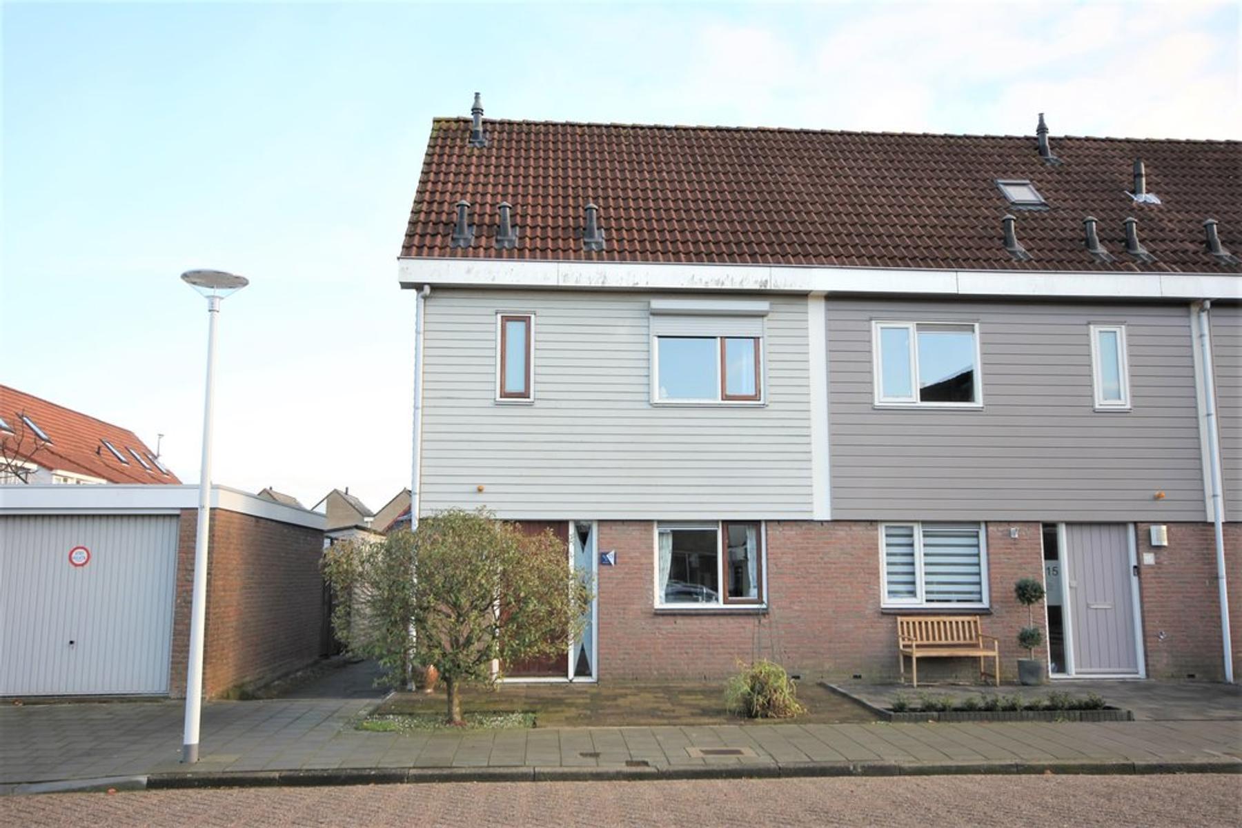Lijsterbeshof 13 in Papendrecht 3355 CC