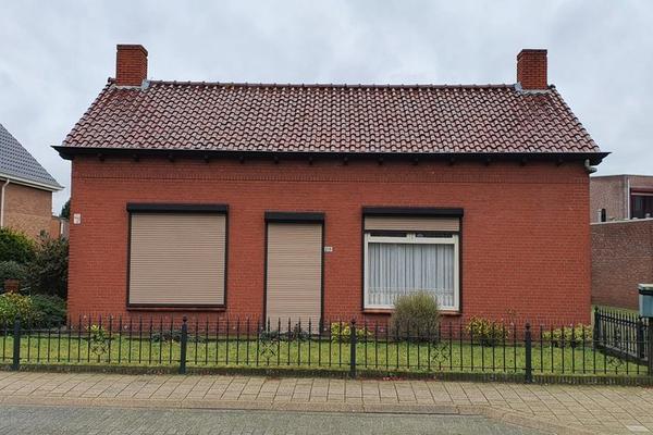 Dorpsstraat 219 in St. Willebrord 4711 EK