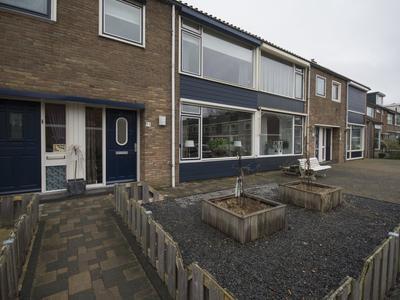 Justus Van Effenstraat 11 in Papendrecht 3351 GL