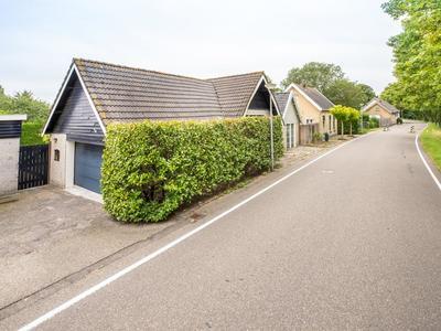 Oostdijk 40 in Hellevoetsluis 3223 CB