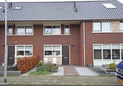 De Hagen 102 in Oldebroek 8096 MK