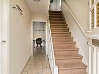 Begane grond:<BR><BR>Ruime hal met lichte tegelvloer, meterkast en trapopgang naar de eerste verdieping.