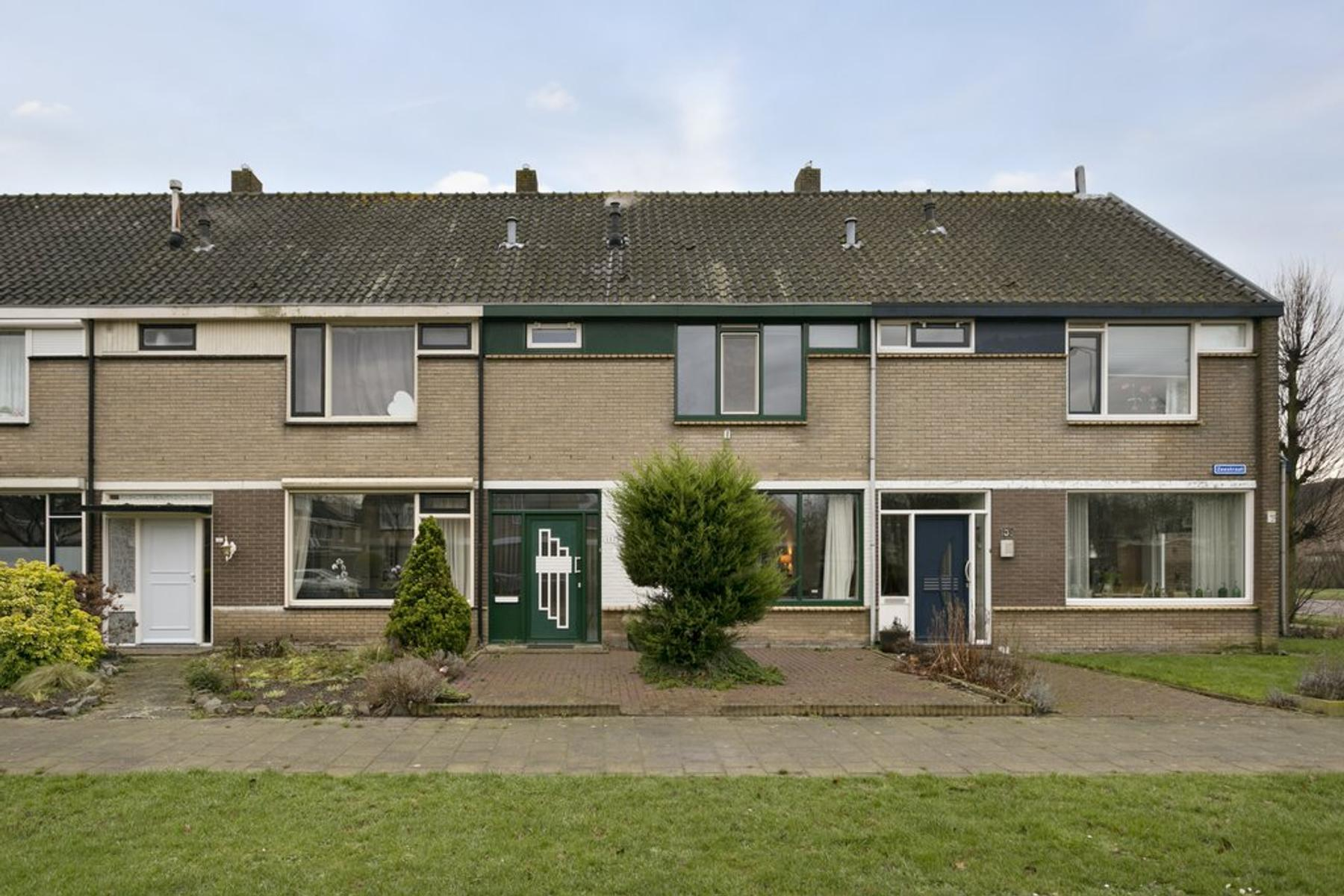 Zeestraat 157 in Zevenbergen 4761 HK