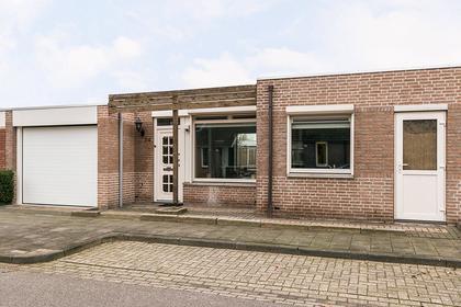 Rijnlaan 24 in Helmond 5704 JE