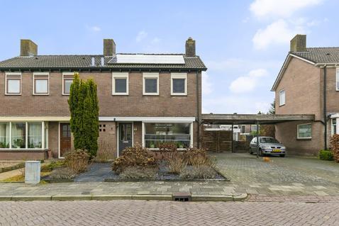 Oudgenoegstraat 5 in Roden 9301 GA