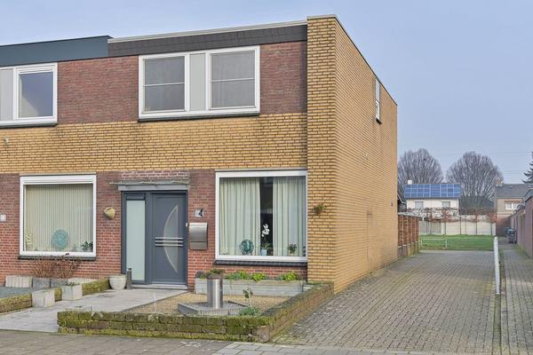 Pastoor Wolfsstraat 15 in Guttecoven 6143 BE