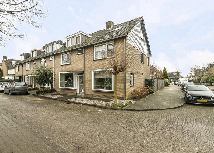 W. Van Vlietstraat 15 in Oud-Beijerland 3262 GM