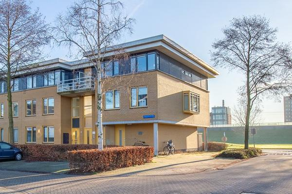 Voorjaarstraat 4 in Almere 1335 CT