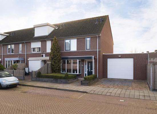 Beatrixstraat 2 in Moerdijk 4782 AS