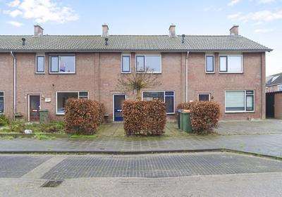 Prins Willem Alexanderstraat 17 in Willemstad 4797 HG