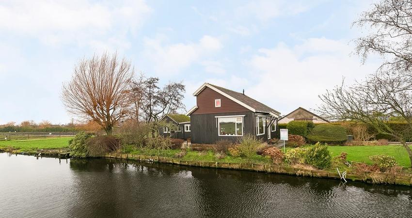 Floraweg 124 in Roelofarendsveen 2371 AR