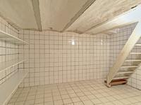 Voor het opslaan van extra spullen kan gebruik worden gemaakt van de geheel betegelde kelder.