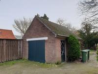 Buiten de woning:<BR><BR>Vrijstaande garage, de tuin is bereikbaar via een achterom met poort.
