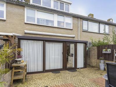 Jacob Catsstraat 26 in Hellevoetsluis 3221 TL