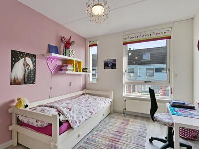 Bilderdijkstraat 1 in Oud-Beijerland 3261 PN