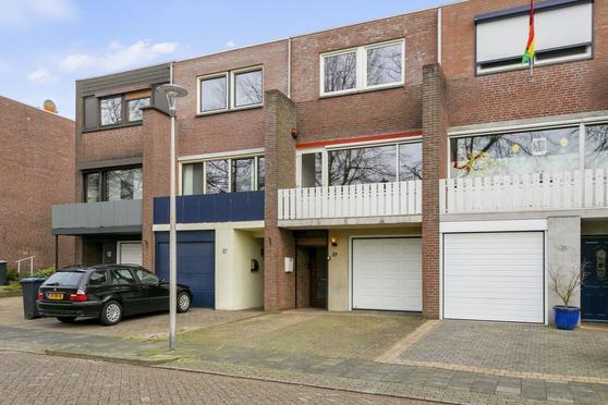 Prof. Kamerlingh Onnesstraat 69 in Hoensbroek 6431 TM