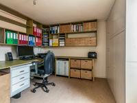 4e en 5e Kamer welke aan de keuken zijn gelegen en thans in gebruik zijn als als kantoorruimte of salon. <BR><BR>Tweede verdieping:<BR>Via vlizotrap bereikbare bergzolder.