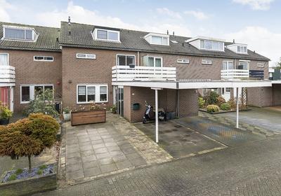 Oetewaal 16 in Nieuw-Vennep 2151 SL