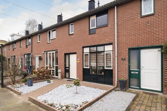Raadsherenveld 106 in Apeldoorn 7327 ES