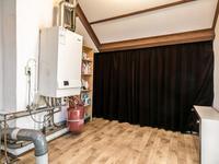 Tweede verdieping:<BR>De zolder heeft een houten verdiepingsvloer welke met een novilon vloer is bedekt. U komt eerst in de voorzolder waar de cv installatie zich bevindt.