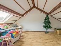 Daarna komt u in de mooie 4e slaapkamer welke is voorzien van een groot dakraam.