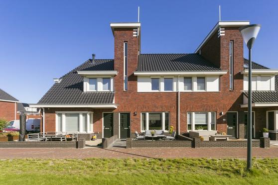 Doggersbank 42 in Volendam 1132 LM