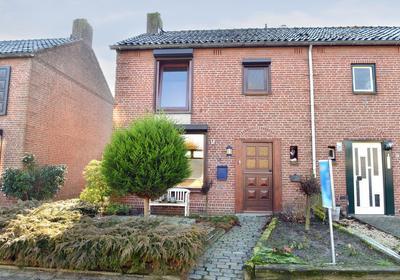 Martinus Van De Mortelstraat 21 in Halsteren 4661 CT