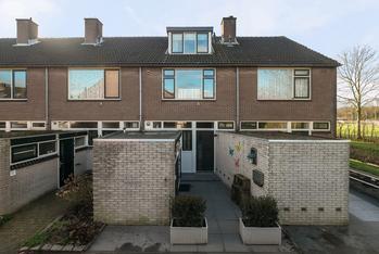 Nassaustraat 77 in Numansdorp 3281 BR