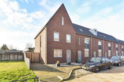 Wethouder Van Rooijlaan 20 in Helmond 5706 AK