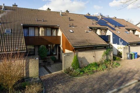 Schutwant 88 in Hoogvliet Rotterdam 3192 JS